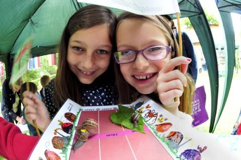 Cerys Chitty,8, and Gabriella Chitty, 7, watching the snail race