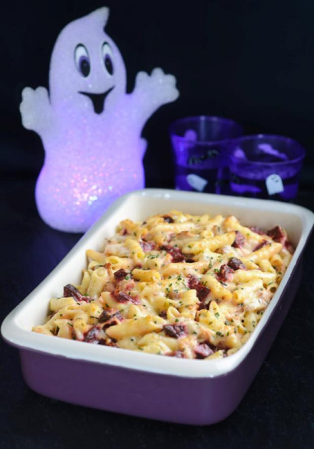 Creamy pasta bake with beetroot & smoked ham