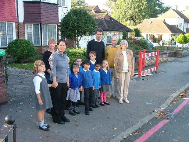 Carshalton and Wallington MP Tom Brake gives  Beddington Infants School crossing the green light