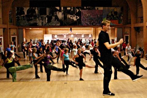 Strictly Come Dancing champ teaches Carshalton how to Zumba