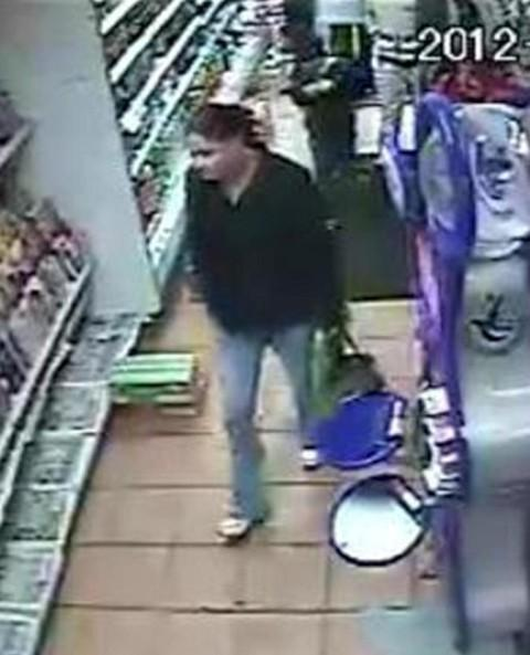 87-year-old has purse stolen while shopping in Worcester Park