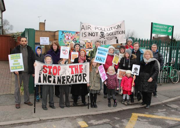 Jean Lambert MEP met with residents protesting against the incinerator