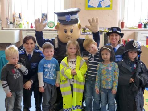 PCSO Steve meets the children