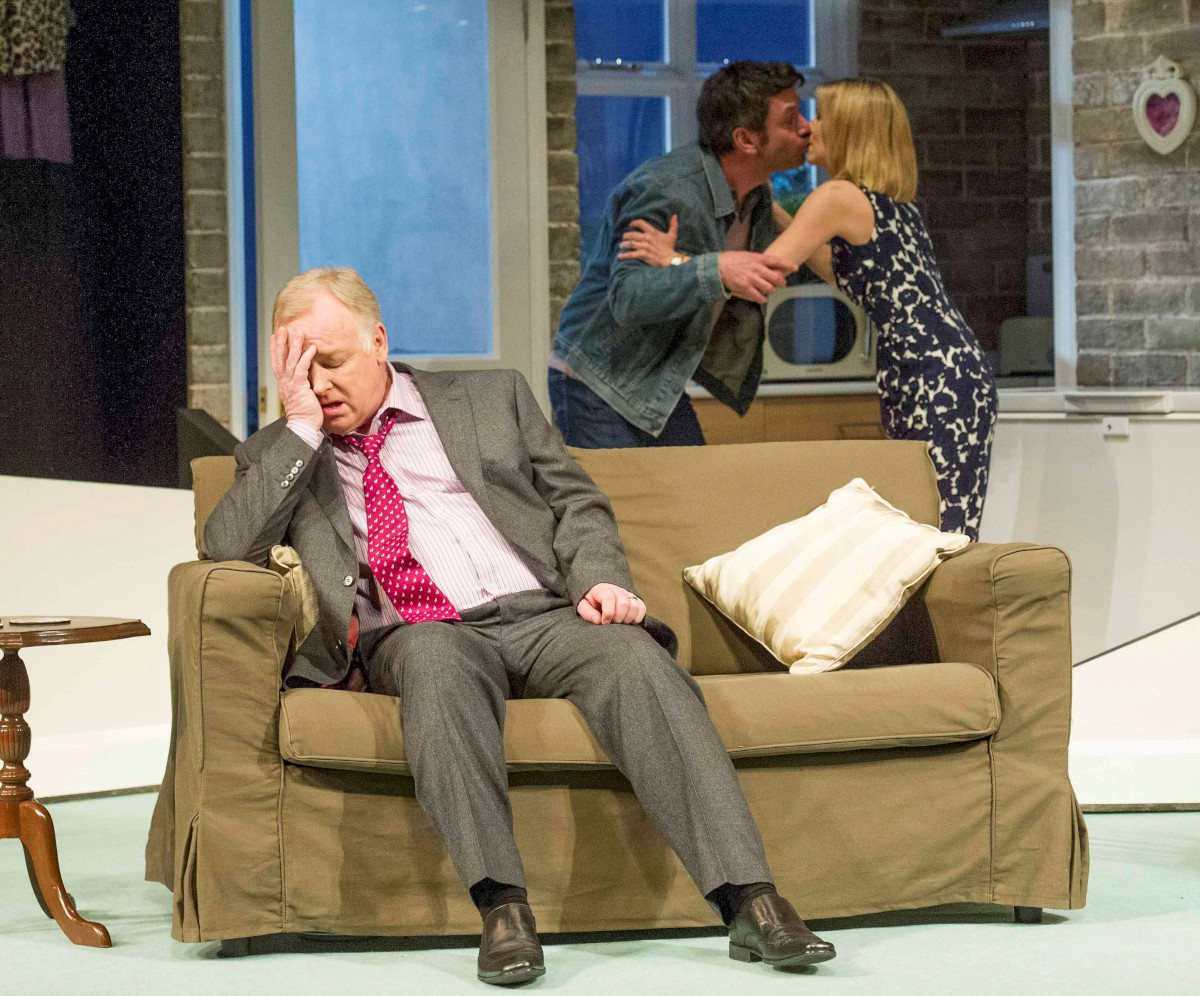 REVIEW: Les Dennis delights in thrilling and funny play, the Perfect Murder