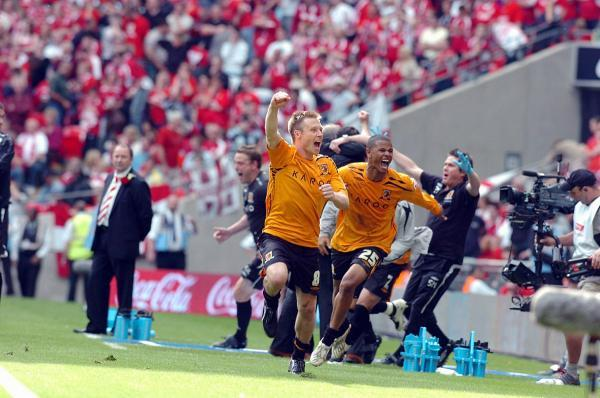 One Hull of a signing: Fraizer Campbell, right, celebrates with his Hull City team-mate Nick Barmby during the 2008 Play-Off Championship final