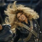 Sutton Guardian: Beyonce almost fell on stage at the Super Bowl - but recovered flawlessly